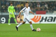 Serhiy Rybalka跑与球、UEFA欧罗巴16秒腿比赛同盟回合在发电机之间和埃弗顿 免版税图库摄影