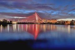 Seri wawasan桥梁在蓝色小时 免版税库存照片