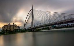 Seri Wawasan Bridge em Putrajaya, Malásia fotos de stock