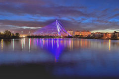 Seri wawasan bro i blå timme Fotografering för Bildbyråer