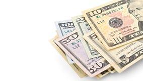 Serie amerikanska pengar 5,10, 20, 50, ny räkning för dollar 100 på den snabba banan för vit bakgrund med kopieringsutrymme Royaltyfria Bilder