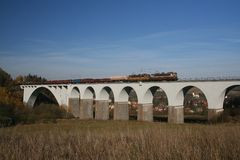 Serie auf Brücke stockfotografie