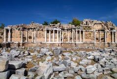 Serie av Corinthiankolonner i sidan, Turkiet Fotografering för Bildbyråer