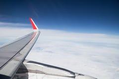 Serie av den sceniska atmosfärsikten från plant fönster under flyg Royaltyfria Bilder