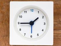 Serie av följden av tid på den enkla vita parallella klockan Royaltyfri Fotografi