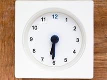 Serie av följden av tid på den enkla vita parallella klockan Royaltyfri Bild