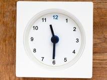 Serie av följden av tid på den enkla vita parallella klockan Royaltyfri Foto