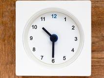 Serie av följden av tid på den enkla vita parallella klockan Royaltyfria Foton