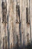 Serie av fönster av ett gammalt förstört lantbrukarhem Arkivbild