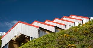 Serie av spetsiga taktoppar på skjul för kulleöverkantspårvagn Royaltyfri Bild