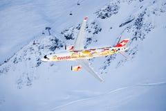 Serie C e Swis-aeronautica che eseguono uno show aereo alla coppa del Mondo dello sci di Lauberhorn Immagine Stock