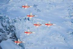 Serie C e Swis-aeronautica che eseguono uno show aereo alla coppa del Mondo dello sci di Lauberhorn Immagini Stock Libere da Diritti