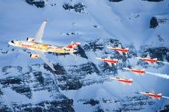 Serie C e Swis-aeronautica che eseguono uno show aereo alla coppa del Mondo dello sci di Lauberhorn Fotografia Stock