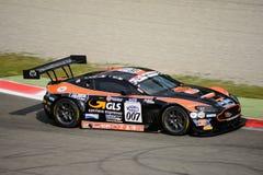 Serie de Blancpain GT que compite con Aston Martin Vantage en Monza Imagenes de archivo