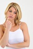 Serie de la expresión - mujer rubia confundida o pensamiento Foto de archivo libre de regalías