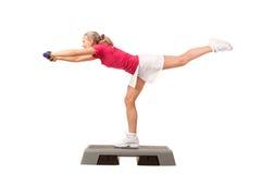 Serie del deporte: Aeróbicos del paso con pesas de gimnasia Fotos de archivo