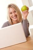 Serie del estudiante - funcionamiento rubio sonriente del estudiante Fotos de archivo libres de regalías