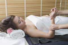 Serie del masaje: masaje de la mano imagen de archivo