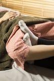 Serie del masaje: masaje de la pierna foto de archivo libre de regalías