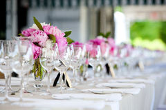Serie della regolazione della Tabella di disposizione di fiore di cerimonia nuziale Immagini Stock