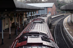 Serie an der Stationplattform Stockbilder