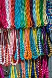 Serie di perle colorate al mercato spagnolo immagine stock libera da diritti