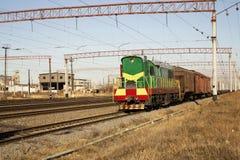 Serie - die Lokomotive mit Autos Lizenzfreie Stockbilder