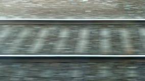 Serie, die vorbei überschreitet Sich schnell bewegende Bahnstrecken Schnell überschreitene Schienen und Lagerschwellen stock video footage