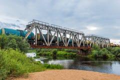 Serie Eisenbahnbrücke über dem Fluss Volchina Lizenzfreie Stockbilder