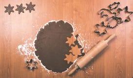 Serie för danandepepparkakakakor Bitande degark in i shap Royaltyfri Bild