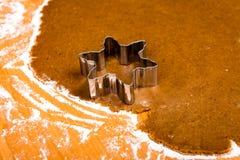 Serie för danandepepparkakakakor Bitande degark in i shap Royaltyfri Fotografi