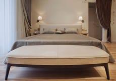 Serie för inredesign av det trevliga hemtrevliga sovrummet Arkivfoto