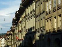 Serie mieszkaniowi domy w centrum miasta Bern obraz royalty free