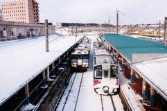 Serie och KiHA för JR östlig 701 commutordrev för 48 serie på Sakata S Arkivbilder