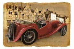 Serie Postkarten. Roter Cabriolet auf einer Straße. Lizenzfreie Stockfotos