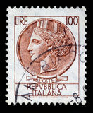 Serie Turrita штемпеля почтового сбора Италии 100 лир Стоковая Фотография