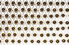 Serien av interlocking med varje annat guld- pryder med pärlor Arkivfoto