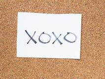 Serierna av ett meddelande på korken stiger ombord, xoxoen Royaltyfria Foton