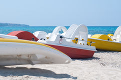 Series of boats with a slide on the beach waiting to sail Royalty Free Stock Photography