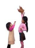 Series de la niñez (que toman el conejito) Fotografía de archivo libre de regalías