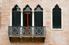 serievenice fönster royaltyfri fotografi
