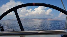 Serifos-Insel gesehen durch Bootsrad Stockbild
