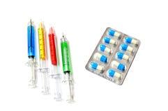 Seringas médicas com cápsula da medicina Imagem de Stock Royalty Free