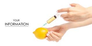 Seringue dans les mains du modèle toxique médical de citron image stock