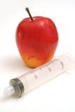 Seringue de plein projectile avec la verticale de pomme photo libre de droits