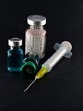 Seringue et phials médicaux image stock