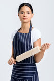 Serious baker holding a rolling pin Royalty Free Stock Photos