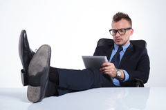 Serious business man reads his emails Royalty Free Stock Images