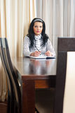 Serious business woman at table Royalty Free Stock Photography