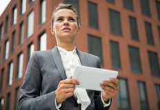 Serious business woman with tablet pc Royalty Free Stock Photography
